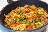 espaguetis con verduras y carne