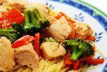 espaguetis con verduras y pollo