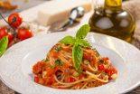 espaguetis con verduras y tomate