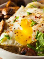 Receta de huevos estrellados con setas