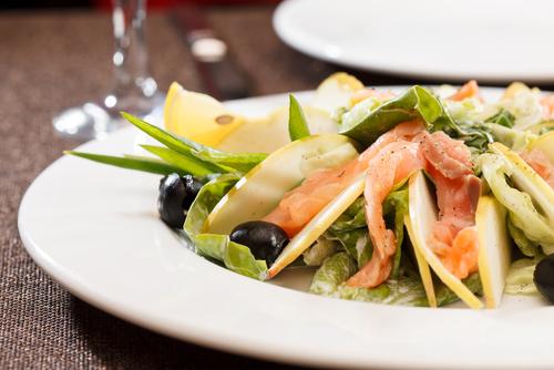 Receta de ensalada de salmón ahumado y manzana