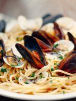 Receta de espaguetis con gambas y almejas