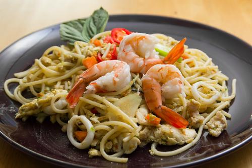 Receta de espaguetis con gambas y sepia