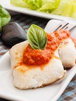 Receta de merluza al horno con tomate