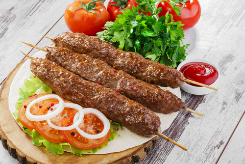 Receta de brochetas de carne picada - Que cocinar con carne picada ...
