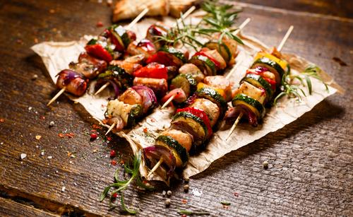 Receta de brochetas de carne y verduras