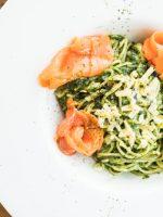 Receta de espaguetis de calabacín con salmón