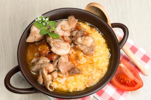 Receta de polenta con salsa de pollo