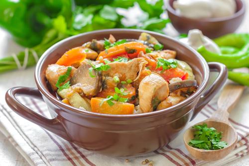 Receta de pollo guisado con verduras