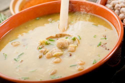 Receta de sopa de pollo con garbanzos