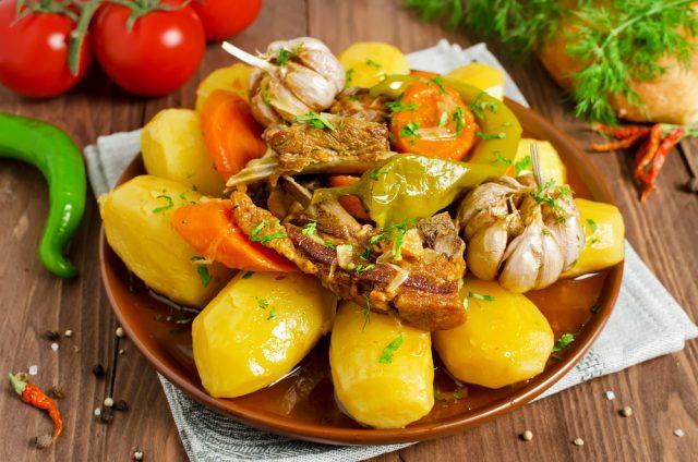 Receta de costillas adobadas con patatas