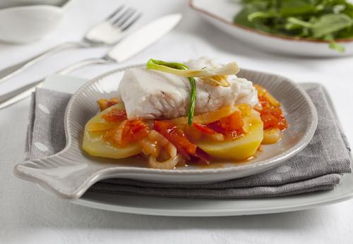 Receta de merluza en salsa de tomate con patatas