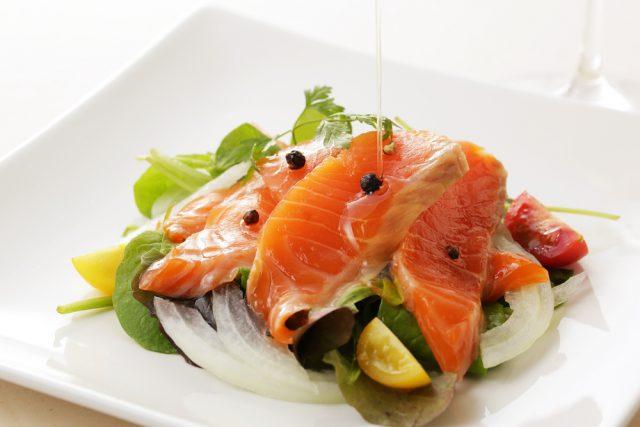 Receta de salmón marinado con limón