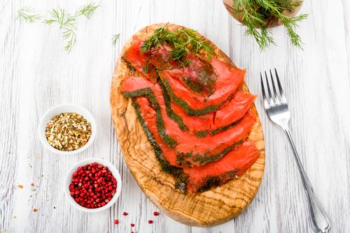 Receta de salmón marinado con eneldo