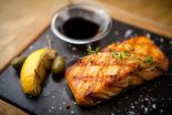 salmón marinado con soja