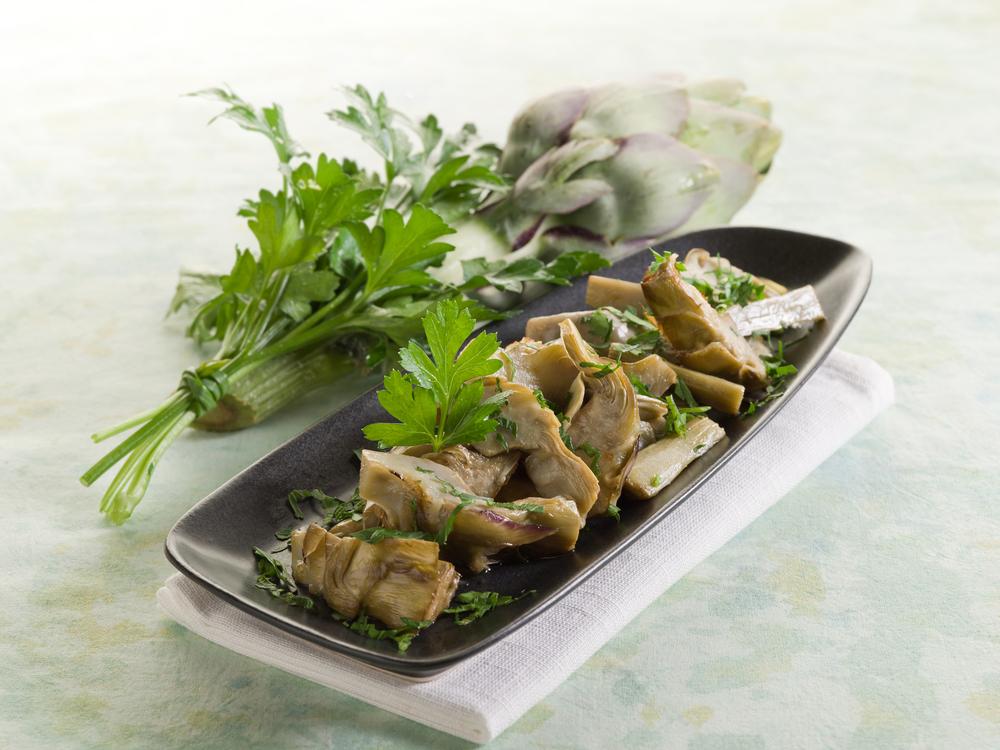 alcachofas de bote con jamon y champiñones