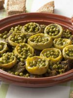 Receta de alcachofas con jamón y guisantes
