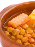 Receta de cocido de garbanzos con pollo y verduras