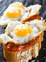 Receta de montaditos de jamón y huevos de codorniz