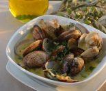 alcachofas con almejas en salsa verde