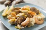 alcachofas con almejas y gambas