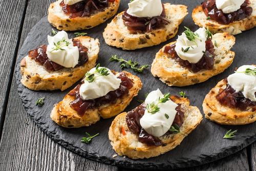 Receta de canap s de pat y queso for Canape de pate con cebolla caramelizada