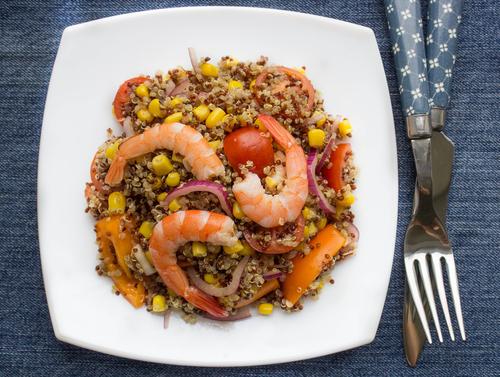 Receta de ensalada de quinoa con camarones