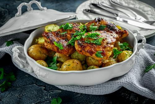 Receta de pavo al horno con patatas y cebolla