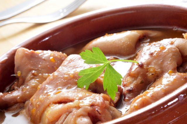 Receta de manitas de cerdo rebozadas en salsa verde
