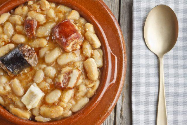 Receta de alubias con chorizo, morcilla y panceta