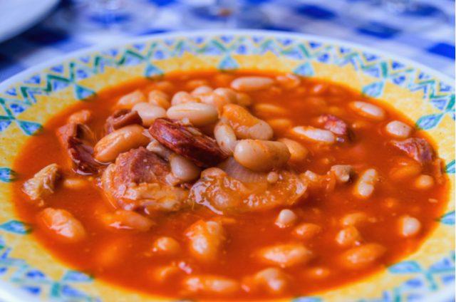 Receta de alubias con chorizo y jamón