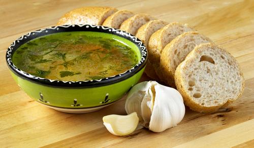 Receta de sopa de pan y ajo