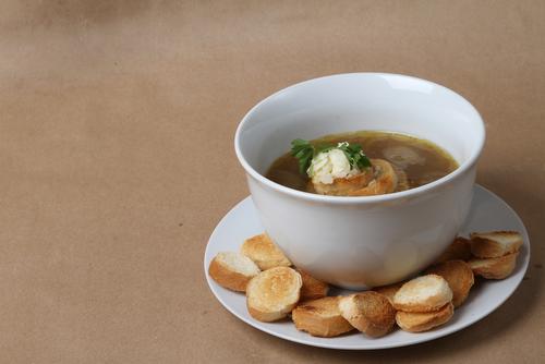 Receta de sopa de pan y cebolla