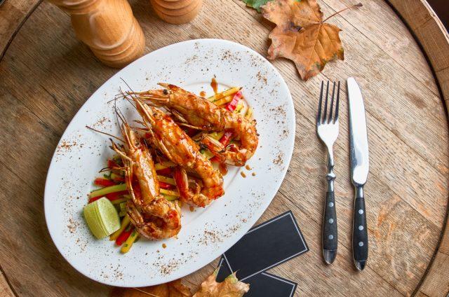 Receta de cigalas salteadas con jamón  Recipe of crayfish sautéed with ham Cigalas salteadas con jam C3 B3n 640x424