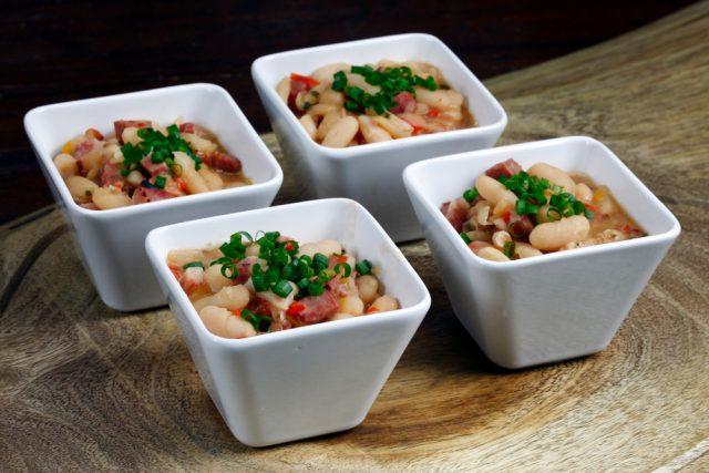 Receta de alubias con verduras y pollo