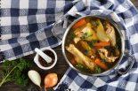 Caldo de gallina con verduras