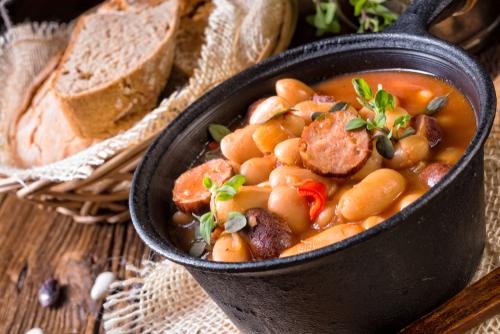 Receta de alubias con verduras y chorizo