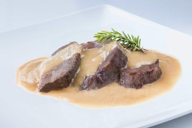 Recipe of pork cheeks in mushroom sauce  Recipe of pork cheeks in mushroom sauce receta de carrilleras de cerdo en salsa de champinones 640x427
