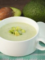Receta de sopa fría de aguacate