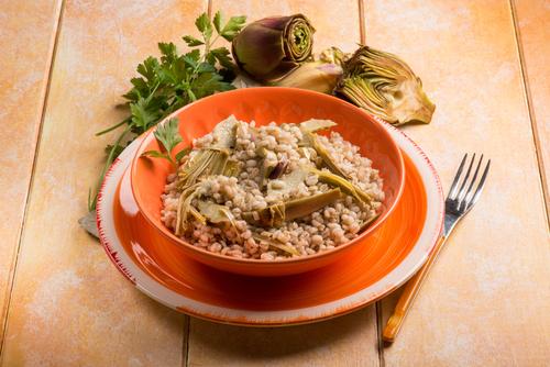 Receta de arroz con bacalao y alcachofas