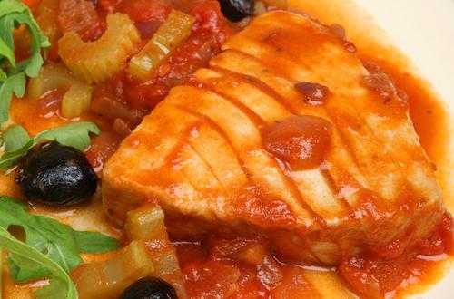 Receta de atún con tomate y pimientos