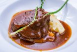 carrilleras de ternera en salsa con patatas