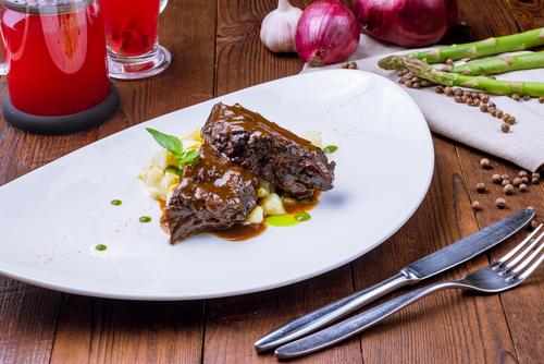 Receta de carrilleras de ternera en salsa de vino tinto  Recipe of beef cheeks in red wine sauce receta de carrilleras de ternera en salsa de vino tinto