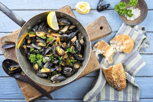 Receta de mejillones a la marinera con vino blanco  Recipe of mussels a la marinera with white wine receta de mejillones a la marinera con vino blanco