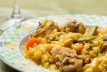 arroz con conejo y verduras