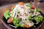 ensalada de atun y palitos de cangrejo