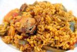 arroz con conejo y alcachofas