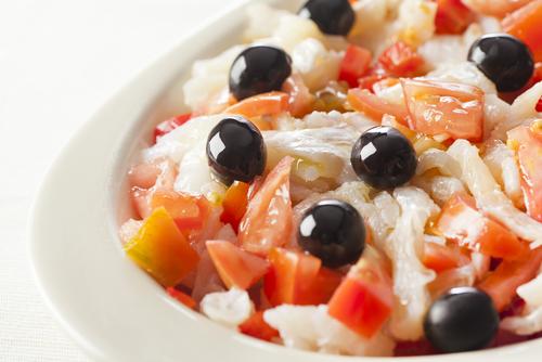 Receta de ensalada de bacalao y tomate