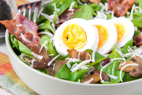 Receta de ensalada de espinacas con bacon