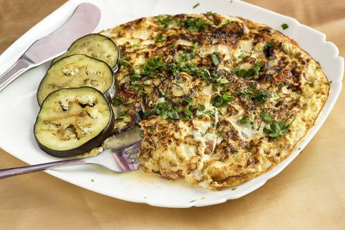 Receta de tortilla de alcachofas y berenjenas